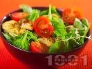 Рецепта Спаначена салата със запържени пилешки хапки от гърди и чери домати